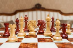 Duke 4.4 inch chess pieces in Lacquered Padauk and Boxwood
