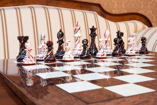 "New York Series Chess Pieces on the 50 cm ""Cordoba"" Chess Board"